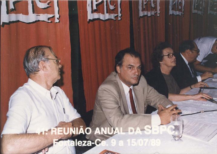 41ª Reunião Anual da SBPC, realizada em Fortaleza (CE), em julho de 1989. Da esquerda para a direita: José Albertino Rodrigues, Roberto João Pereira Freire, Carolina Martuscelli Bori e Antônio Aureliano Chaves de Mendonça.