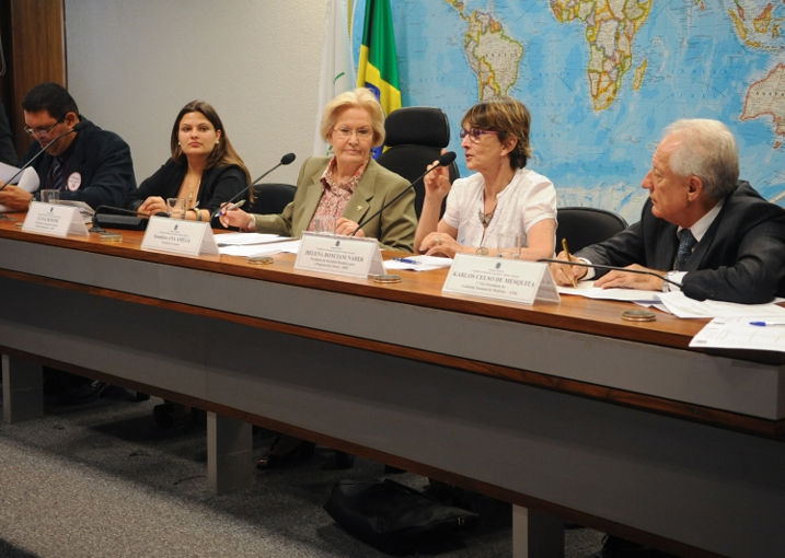 Helena Nader participa de audiência pública para debater a revalidação e reconhecimento de diplomas de curso superior realizado fora do Brasil. - cred. José Cruz/ABr