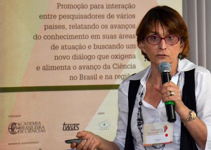 Helena Nader na conferência Avanços e Perspectivas da Ciência no Brasil, América Latina e Caribe 2011, realizada na ABC.