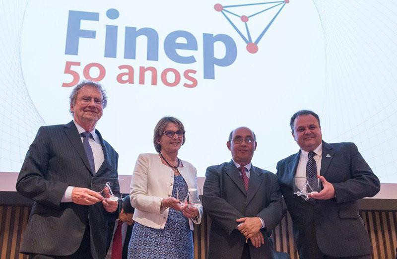 A SBPC foi uma das 12 instituições homenageadas pela Finep na tarde de 19 de junho, em cerimônia pelos 50 anos de fundação da instituição. A presidente da SBPC, Helena Nader, recebeu também uma homenagem especial. (Foto: Divulgação)