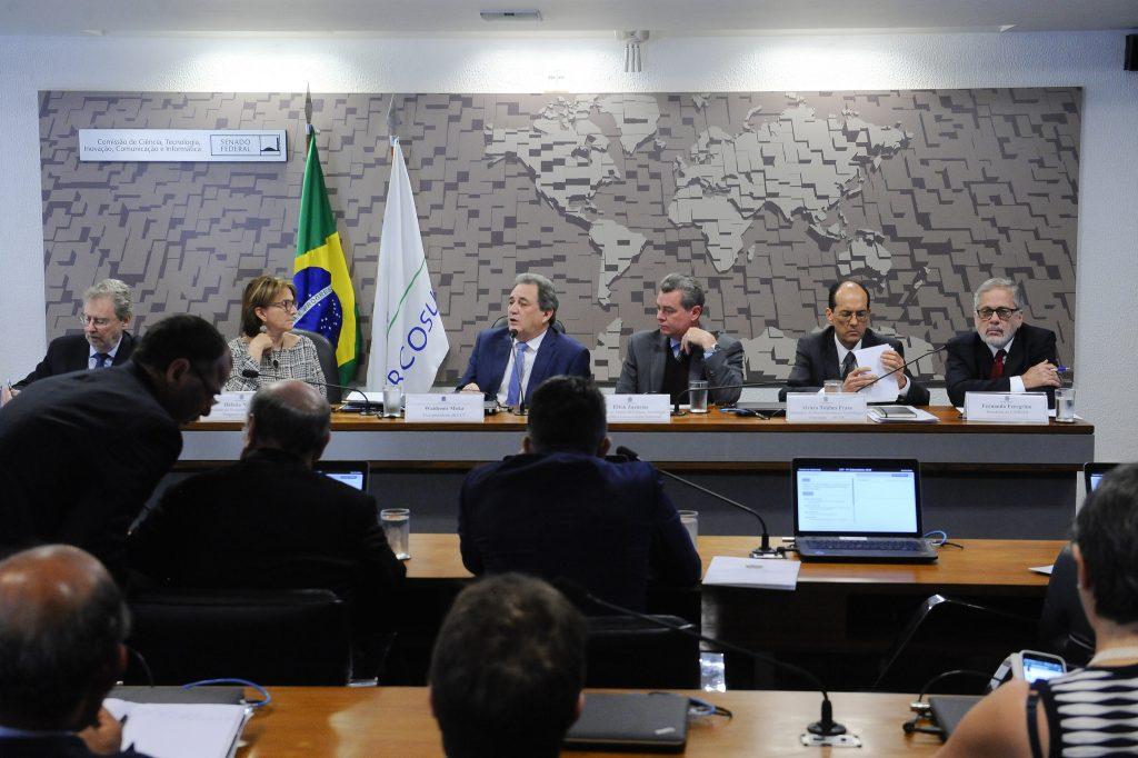 A presidente da SBPC participou nesta manhã de debate na Comissão de Ciência, Tecnologia, Inovação, Comunicação e Informática (CCT) do Senado, que reuniu representantes do governo e da academia para debater a crise na ciência brasileira. Foto: Agência Senado