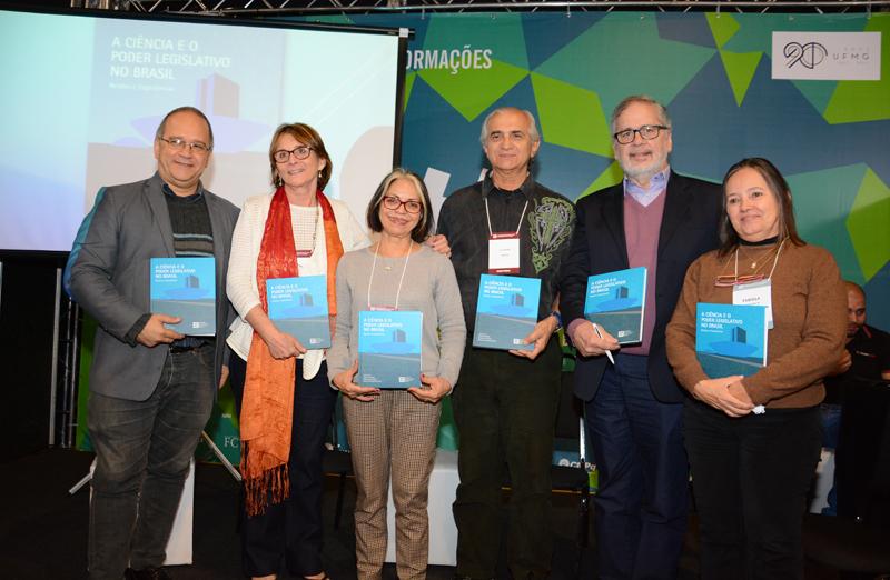 Livro 'A Ciência e o Poder Legislativo - Relatos e Experiências' foi lançado em 20 de julho durante a 69ª Reunião Anual da SBPC. (Foto: Pietro Sitchin/SBPC)