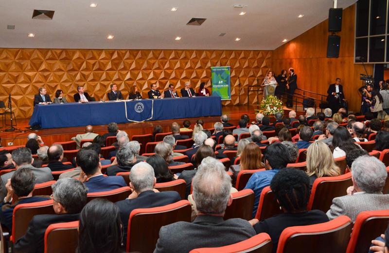 Cerimônia de abertura da 69ª Reunião Anual da SBPC reúne centenas de pessoas na UFMG neste domingo, 16. (Foto: Pietro Sitchin/SBPC)