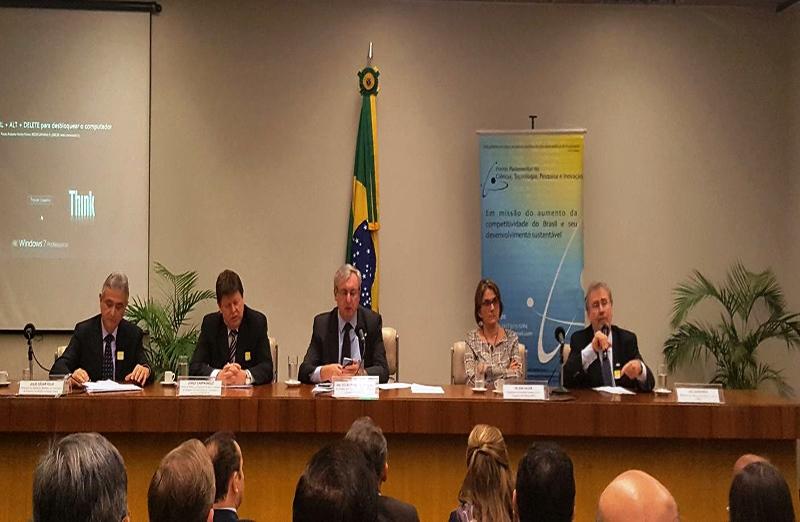 Presidente da SBPC, Helena Nader, participou do seminário Redução do Orçamento de CT&I: Consequências e Possibilidades, promovido pela Frente Parlamentar de Ciência, Tecnologia, Pesquisa e Inovação (FPCTPI), em 11 de julho. (Foto: Divulgação)