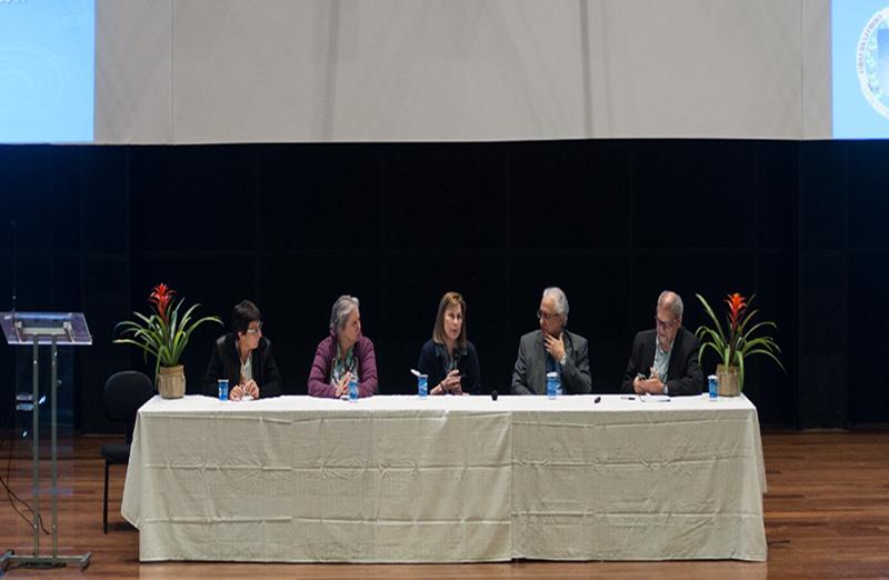 Primeira-tesoureira da SBPC, Lucile Winter, participou de mesa-redonda realizada na Reunião Anual da Sociedade Astronômica Brasileira, na primeira semana de setembro, em São Paulo. (Foto: Lilian Higa)