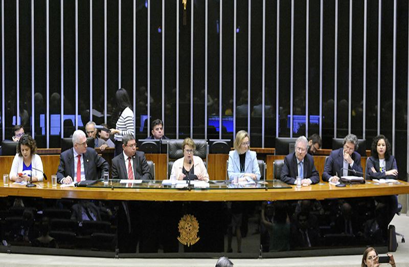 Comissão Geral debateu sobre 'A Crise Econômica nas Instituições de Ensino Superior no Brasil' no dia 21 de novembro, em Brasília. Presidente da SBPC, Ildeu Moreira, participou do debate. (Foto: Agência Câmara)