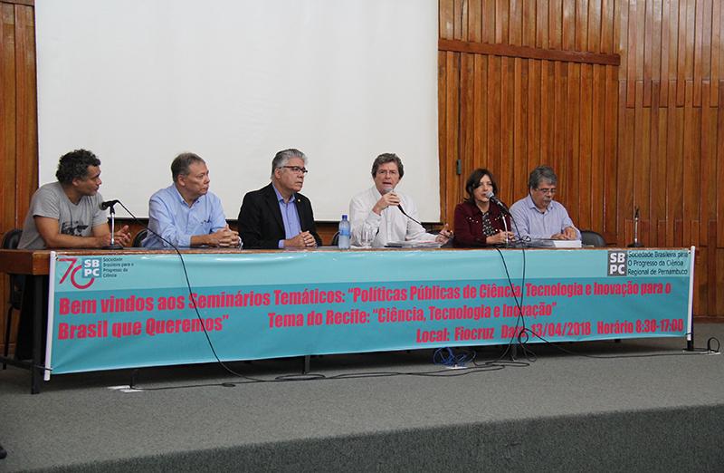 """O primeiro dos oito seminários temáticos da série """"Políticas públicas para o Brasil que queremos"""" da SBPC foi realizado, em 13 de abril, no auditório da Fiocruz dentro do campus da UFPE, em Recife. (Foto: Fiocruz PE)"""