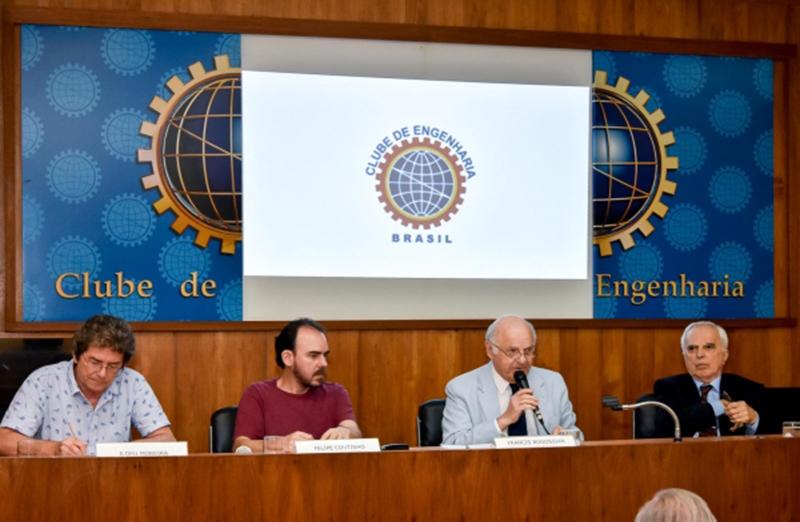 Soberania Nacional foi o tema do segundo debate do ciclo organizado pelo Clube de Engenharia e o Comitê Fluminense do Projeto Brasil Nação, no dia 03 de maio; o presidente da SBPC participou do evento. (Foto: Clube de Engenharia)