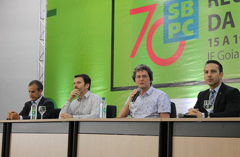 Representantes do CNPq, Capes e Finep denunciam grave crise nas políticas públicas para CT&I durante a Reunião Regional em Rio Verde. (Foto: IF Goiano)