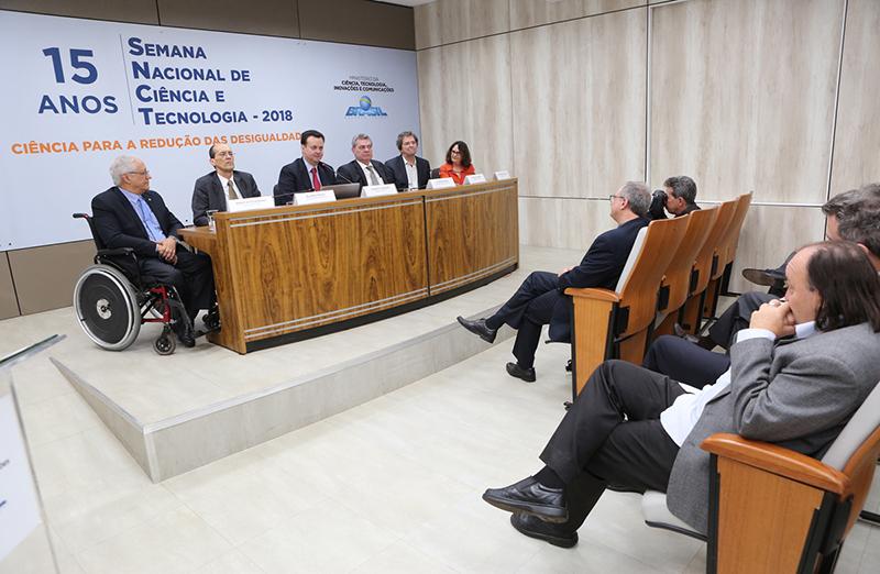 Estados e municípios terão R$ 6 milhões para atividades da Semana Nacional de Ciência e Tecnologia 2018. Presidente da SBPC, Ildeu Moreira, esteve presente no lançamento do Edital, em 13 de junho