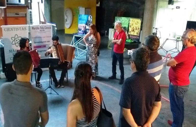 """As atividades pernambucanas do Dia Nacional da Ciência foram realizadas no Espaço Ciência, entre as cidades de Recife e Olinda.  A SBPC Regional de Pernambuco, em parceria com a Secretaria de Ciência, Tecnologia e Inovação de Pernambuco (SECTI), com os apoios do Conservatório Pernambucano de Música e da Secretaria de Educação da Prefeitura do Recife, comemorou as datas do dia 8 de julho com o evento, """"CIÊNCIA COM MÚSICA"""""""
