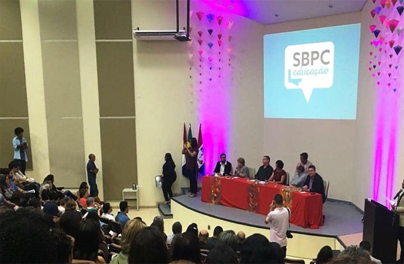 Sessão de abertura da SBPC Educação aconteceu nesta quinta-feira, 19. (Foto: Ufal)