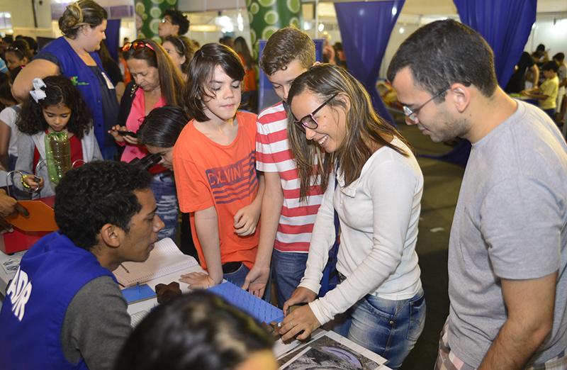 """Com mais de quatro mil visitantes, """"Dia da Família na Ciência"""" encerra a 70ª Reunião Anual da SBPC"""