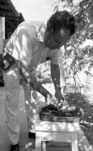 Warwick Kerr, em 1986. Foto: Centro de Memória Amélia Império Hamburger