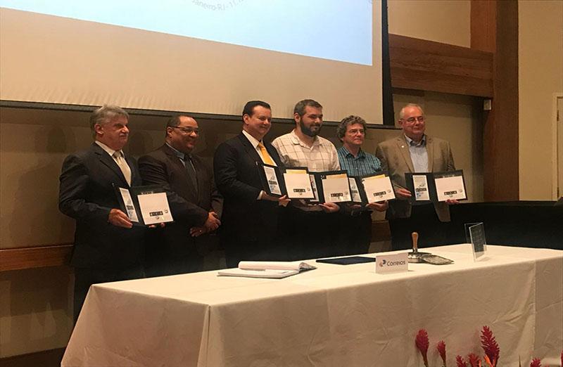 Lançamento de selos em homenagem a grandes cientistas brasileiros é realizado no Rio de Janeiro, no dia 14 de dezembro