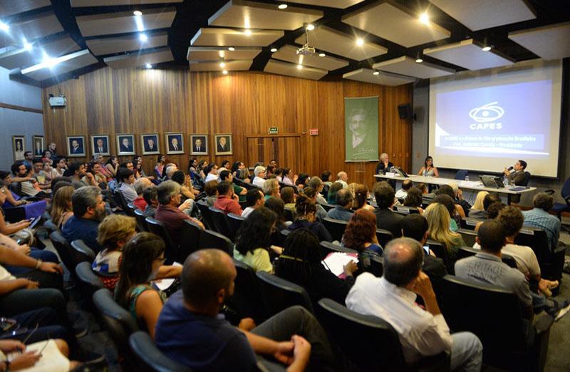 Aula magna do Núcleo de Estudos Avançados da Fundação Oswaldo Cruz (Fiocruz) foi proferida pelo presidente da Coordenação de Aperfeiçoamento de Pessoal de Nível Superior (Capes), Anderson Ribeiro Correa, em 13 de março. SBPC esteve presente.