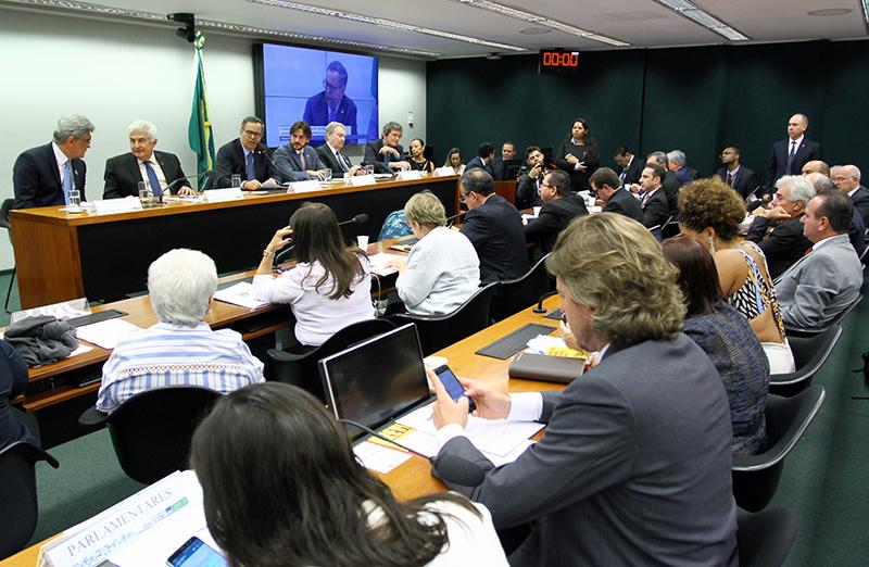 Como parte das atividades do movimento #CiênciaOcupaBrasília, no dia 08 de maio houve uma audiência pública sobre a CT&I na Câmara dos Deputados, com a presença do ministro Marcos Pontes e representantes da comunidade cientíica