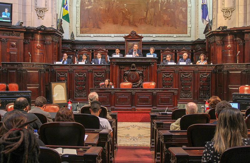 """Audiência pública na Alerj debateu os """"Desafios e perspectivas das Universidades e Institutos Federais"""", em 14 de maio."""