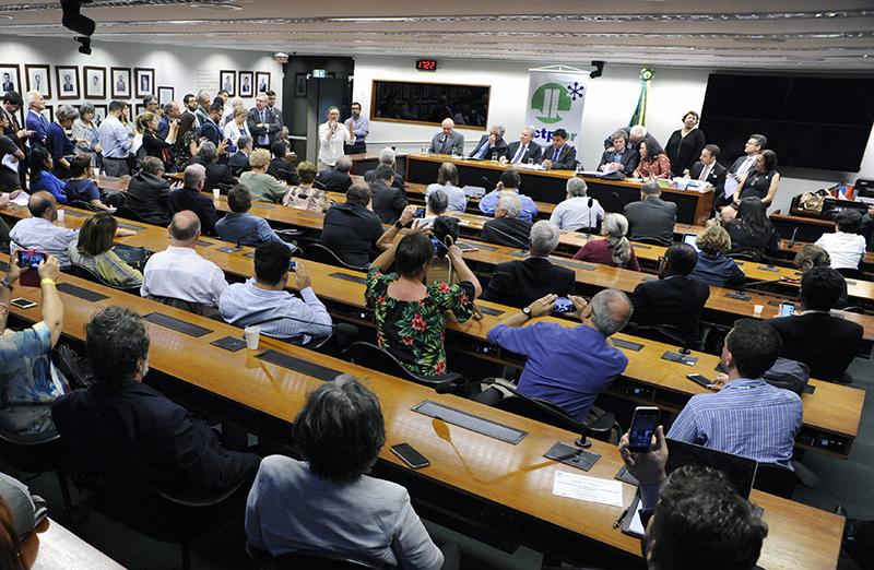 Em meio à crise, cientistas lançam Iniciativa no Parlamento. Representantes de mais de 60 entidades científicas participaram das atividades #CiênciaOcupaBrasília em  8  de maio, cobrando dos parlamentares a recuperação do orçamento para CT&I e valorização das universidades públicas