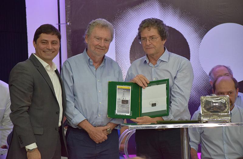 A Empresa Brasileira de Correios e Telégrafos lançou, durante o Encontro Internacional Centenário de Sobral, o selo comemorativo do Centenário do Eclipse de 1919