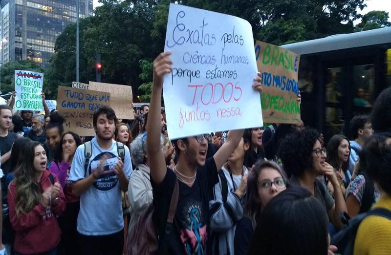 Cortes nas universidades levam 3 mil estudantes às ruas em São Paulo, em 08 de maio. A manifestação fez parte de uma série de atividades marcadas em parceria com a SBPC em diversas partes do Brasil.