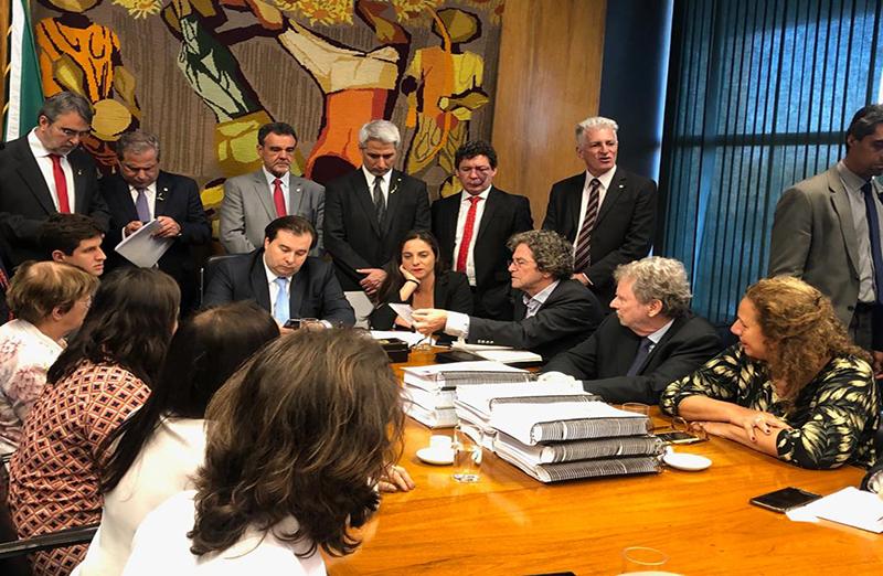 SBPC e entidades da Iniciativa para C&T no Parlamento entregam, em 28 de agosto, abaixo-assinado em defesa do CNPq. (Foto: SBPC)