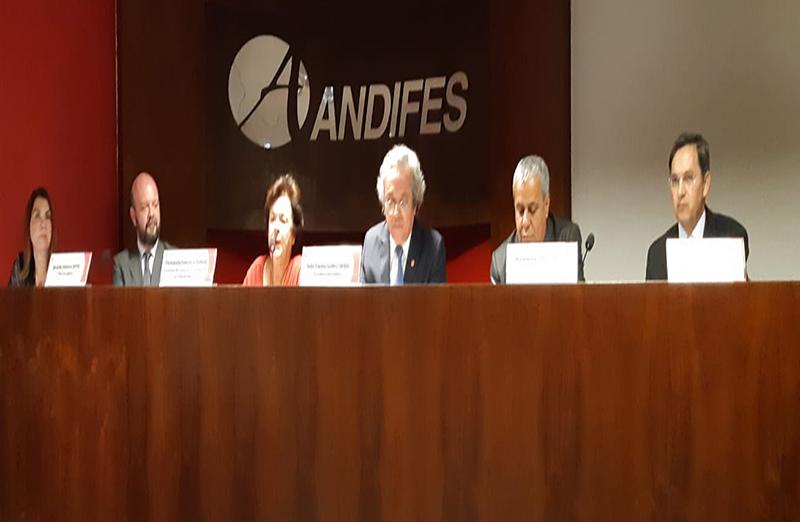 A Andifes recebeu no dia 22 de agosto a vice-presidente da SBPC, Fernanda Sobral, e o presidente do Conif, Jerônimo Silva, para tratar sobre o CNPq e o programa Future-se.