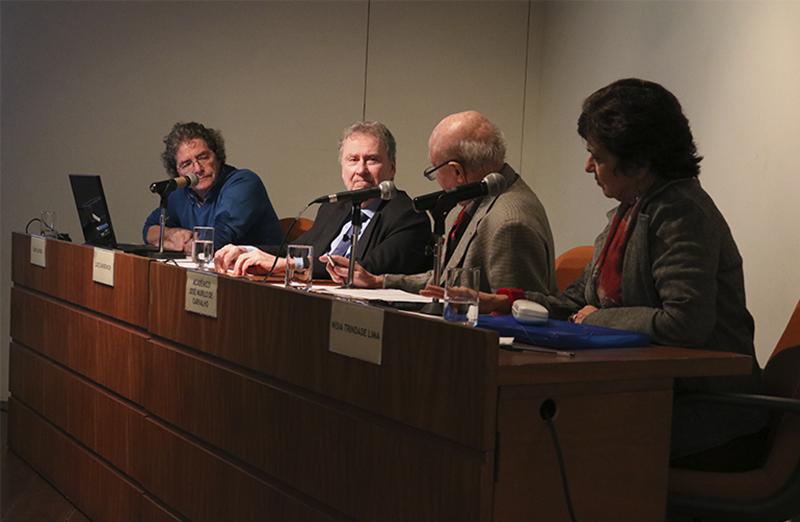 Mesa-redonda na Academia Brasileira de Letras debate os desafios da Ciência no Brasil. (Foto: ABC)