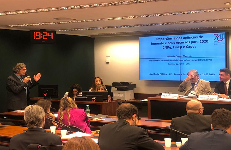 Audiência pública realizada em 11 de setembro, na Comissão de Educação da Câmara dos Deputados, debateu a situação das bolsas de pesquisa no Brasil. (Foto: SBPC)