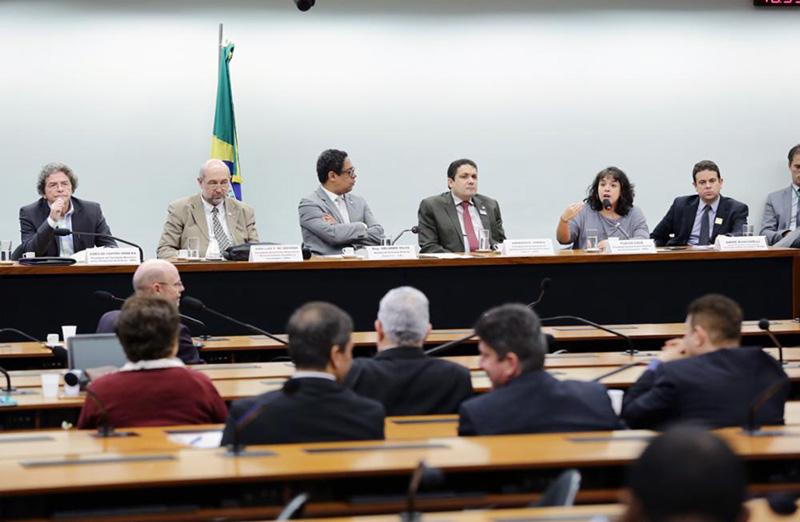 Em audiência na Comissão Mista de Orçamento em 31/10, representantes de entidades e instituições científicas afirmaram que proposta do governo para orçamento é insuficiente para manutenção do setor. (Foto: Michel Jesus/Câmara dos Deputados)