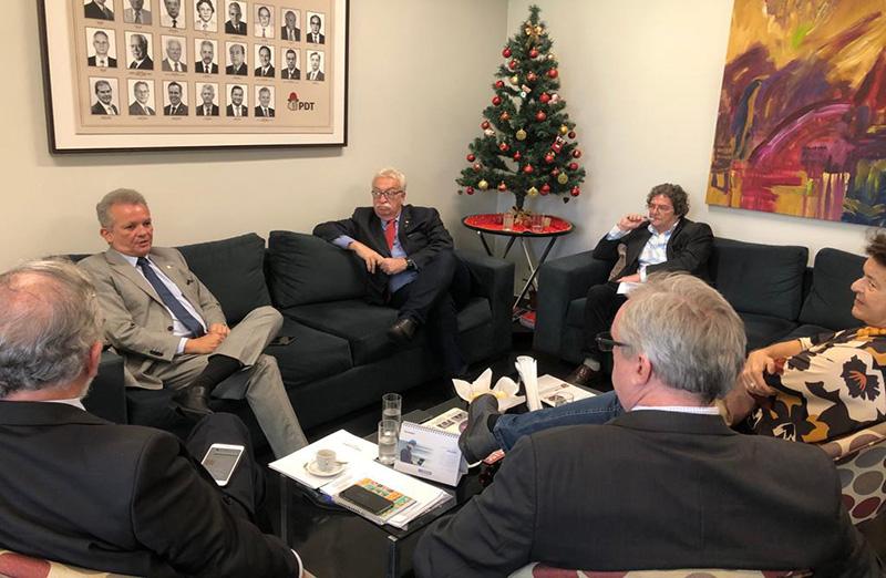Representantes das entidades que compõem a ICTP.br estiveram em Brasília, em 12 de novembro, para mais uma rodada de atividades pela melhoria do Orçamento de 2020 e em defesa do sistema nacional de sustentação pública da educação e CT&I. (Foto: SBPC)