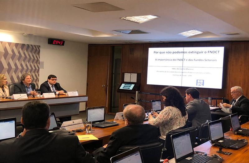 Audiência pública na Comissão de Constituição e Justiça do Senado discutiu a PEC 187/2019, que estabelece a desvinculação de receitas a fundos públicos, entre eles o FNDCT. Presidente da SBPC participou da Sessão. (Foto: SBPC)