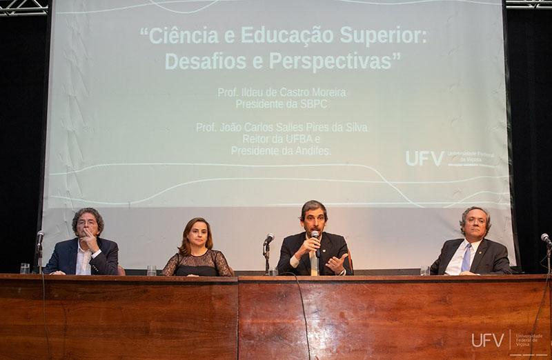 Presidentes da SBPC e da Andifes abordam desafios e perspectivas da ciência e educação superior em aula magna na Universidade Federal de Viçosa, em 02 de março